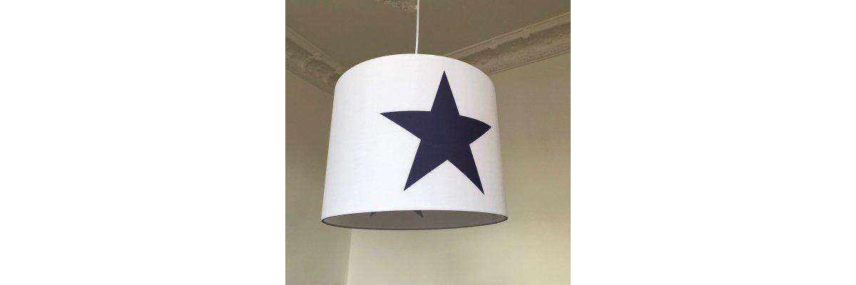 Neuheit - sofort lieferbar - Hängelampe Roomstar weiss mit blauem Stern